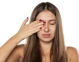 Cernes, yeux gonflés : 5 Astuces au top